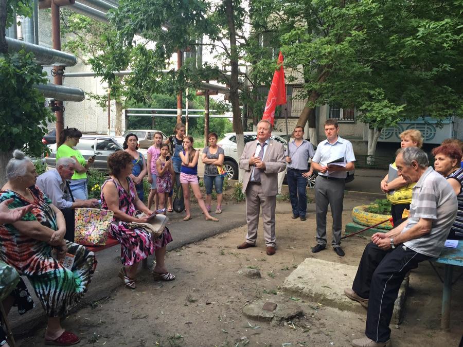 С.П. Обухов провел очередные дворовые встречи с жителями города