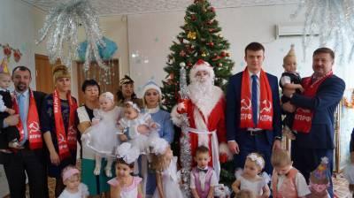 Краснодарские коммунисты поздравили с наступающим Новым годом детей и работников «Дома ребенка № 3» в  Усть-Лабинске