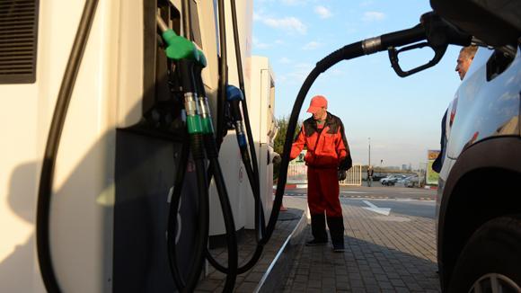 ФАС объяснила депутатам Рашкину и Обухову, почему нефть дешевеет, а бензин в России дорожает