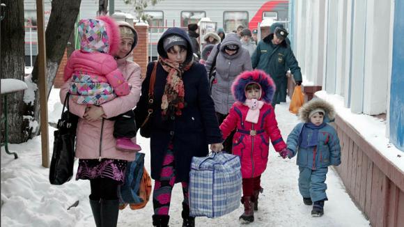 «Известия»: Минвостокразвития поддержало идею депутатов КПРФ увеличить численность населения за Уралом за счет беженцев с Юго-Востока Украины