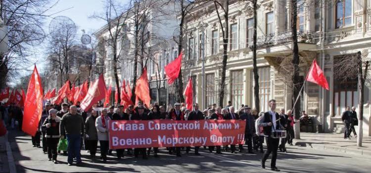 В Краснодаре прошла акция Союза Советских офицеров и КПРФ в честь Дня Советской Армии и Военно-морского флота