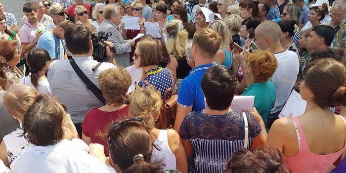Сход обманутых дольщиков у администрации Краснодара: депутат Обухов пришел, команда мэра Евланова – забоялась