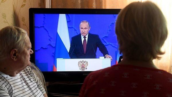 «Гостинно-дворовое» послание Путина: попытка выправить падающие рейтинги и угрозы заокеанскому соседу