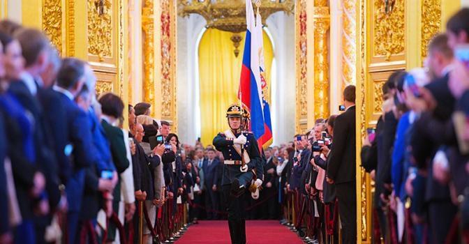 Доктор политических наук С.П. Обухов — «Свободной прессе»: В Кремле идут схватки бульдогов под ковром