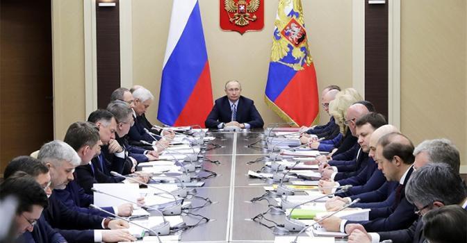 Сергей Обухов — «Свободной прессе»: Пока президент в антикризисных действиях похож на человека, который зашел в бар и объявил — наливаю всем за счет заведения
